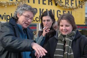 Ursula Wild, Karin Frey und Cornelia; die starke Frauenfraktion im Vorstand des QV arbeitet intensiv an der bewährten Rezeptur des Glühweins.